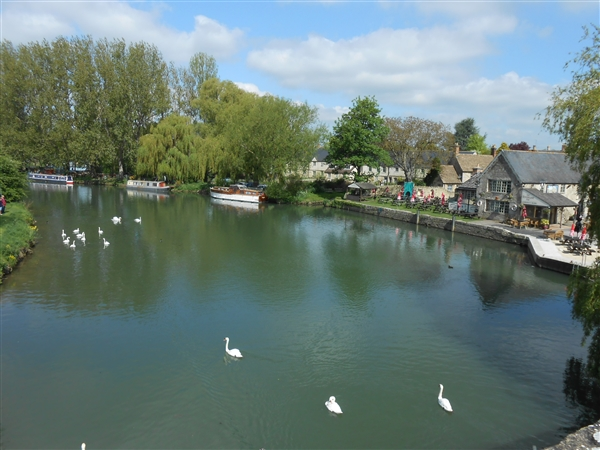 The River Thames which runs through Lechlade