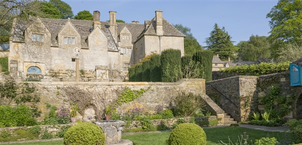 Snowsill Manor located just outside Broadway in the Cotswolds