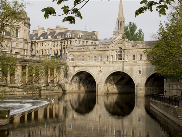 Pulteney Bridge - Bath, the finishing point of the Cotswold Way walks