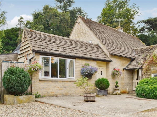 Deer Park Cottage near Bibury is the perfect place to explore the Cotswolds