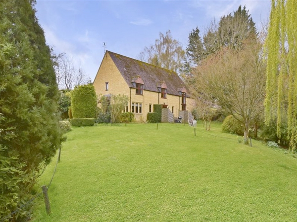 Stepping Stones self catering holiday house with fantastic Cotswold views