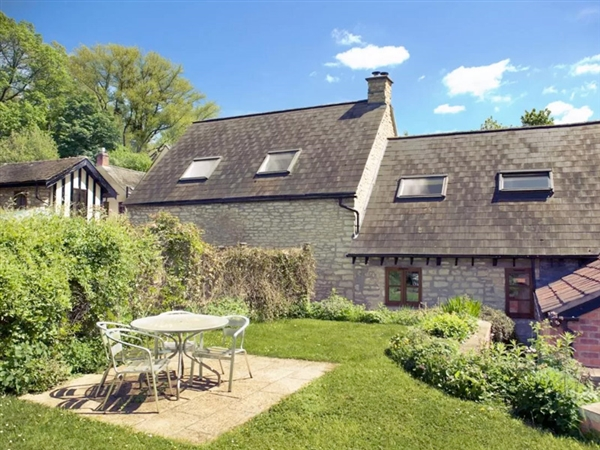 Amber Cottage is situated at Little Witcombe just outside both Cheltenham and Gloucester