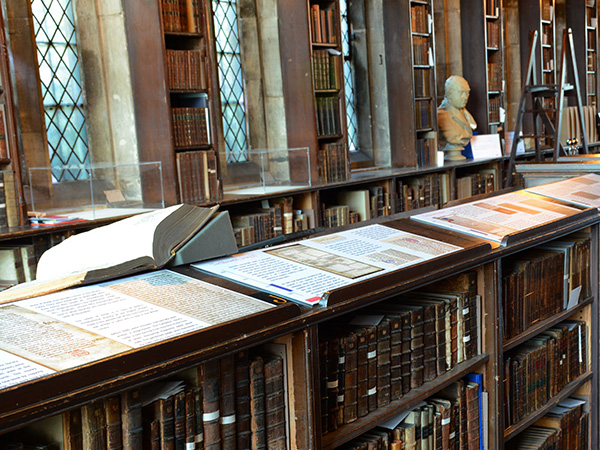 Take a tour of Gloucester Cathedral's beautiful 15th century library