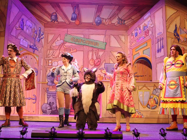 REVIEW: Dick Whittington and his Cat at The Everyman Theatre, Cheltenham