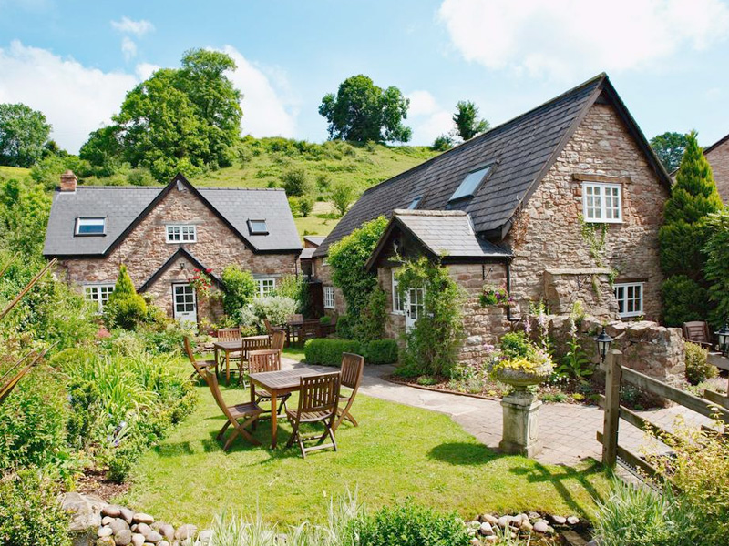 Tudor Farmhouse - Hotel tackling the Coivid-19 Virus in Gloucestershire